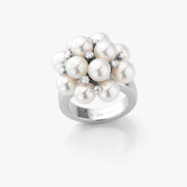 Bague en or blanc, perles Akoya et diamants