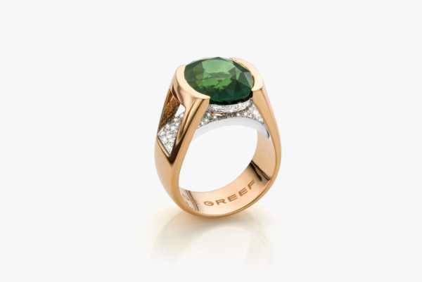 Rose gold and white gold ring, set with an emerald and diamonds