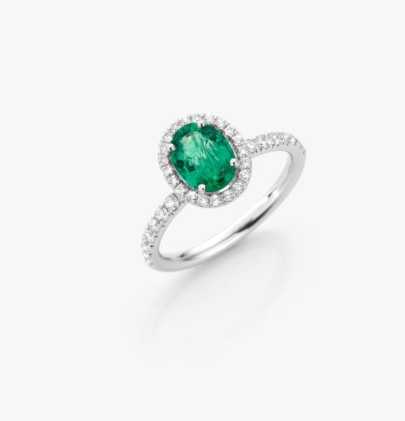 White gold ring, set with an emerald and with pavé diamonds on the band