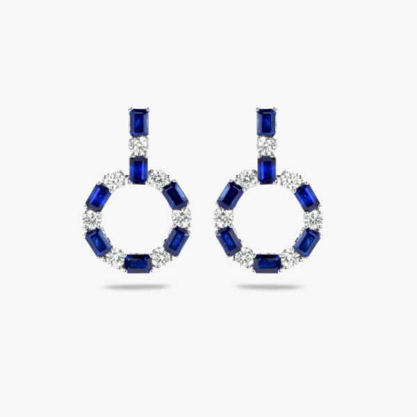 Witgouden oorbellen gezet met smaragd geslepen blauwe saffieren en briljanten