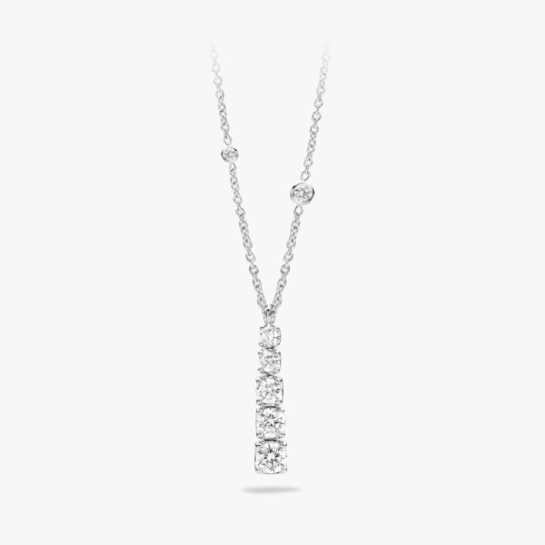 White gold pendant set with brilliants