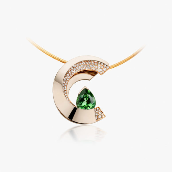 White and rose gold pendant set with a green tourmaline of 8,93 ct and brilliants