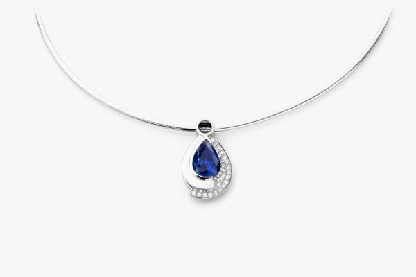 White gold pendant, set with a pear-cut sapphire and framed by diamonds