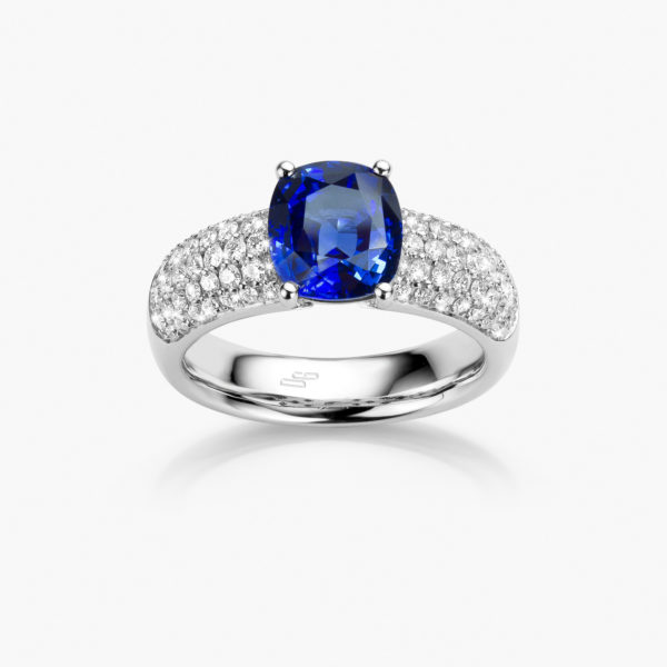 White gold ring set with a cushion shaped blue sapphire and brilliant cut diamonds