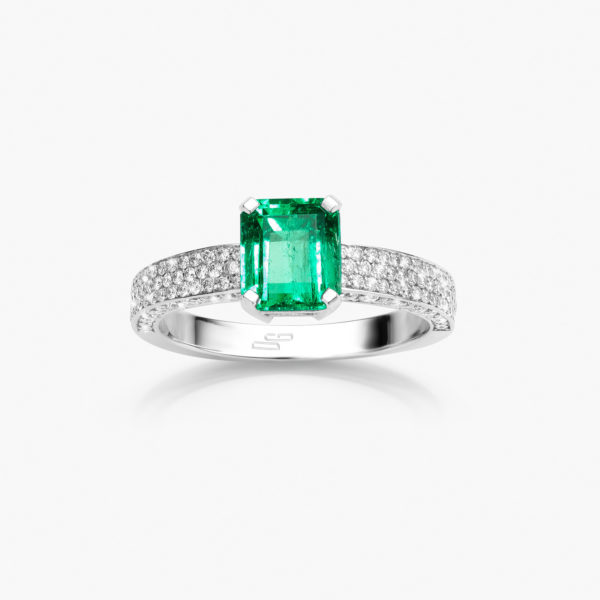 White gold ring set with an emerald and brilliant cut diamonds