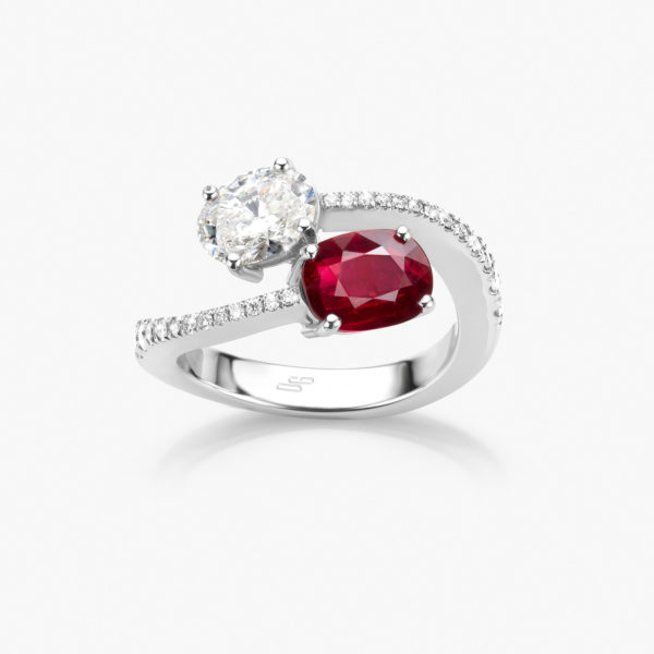White gold ring set with an oval shaped ruby and diamond and brilliant cut diamonds