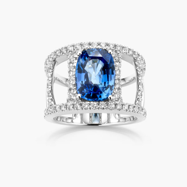 White gold ring set with a blue Ceylon sapphire and brilliants