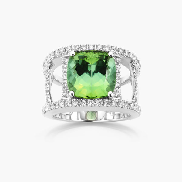 White gold ring set with a green tourmaline and brilliants