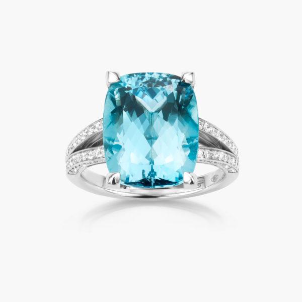 Witgouden ring gezet met een blauwe aquamarijn en briljanten