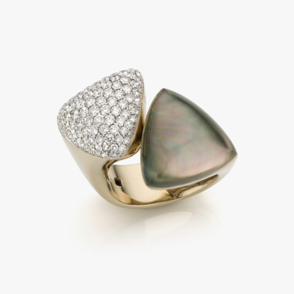 White gold ring ((Freccia)) set with grey mother-of-pearl and brilliants